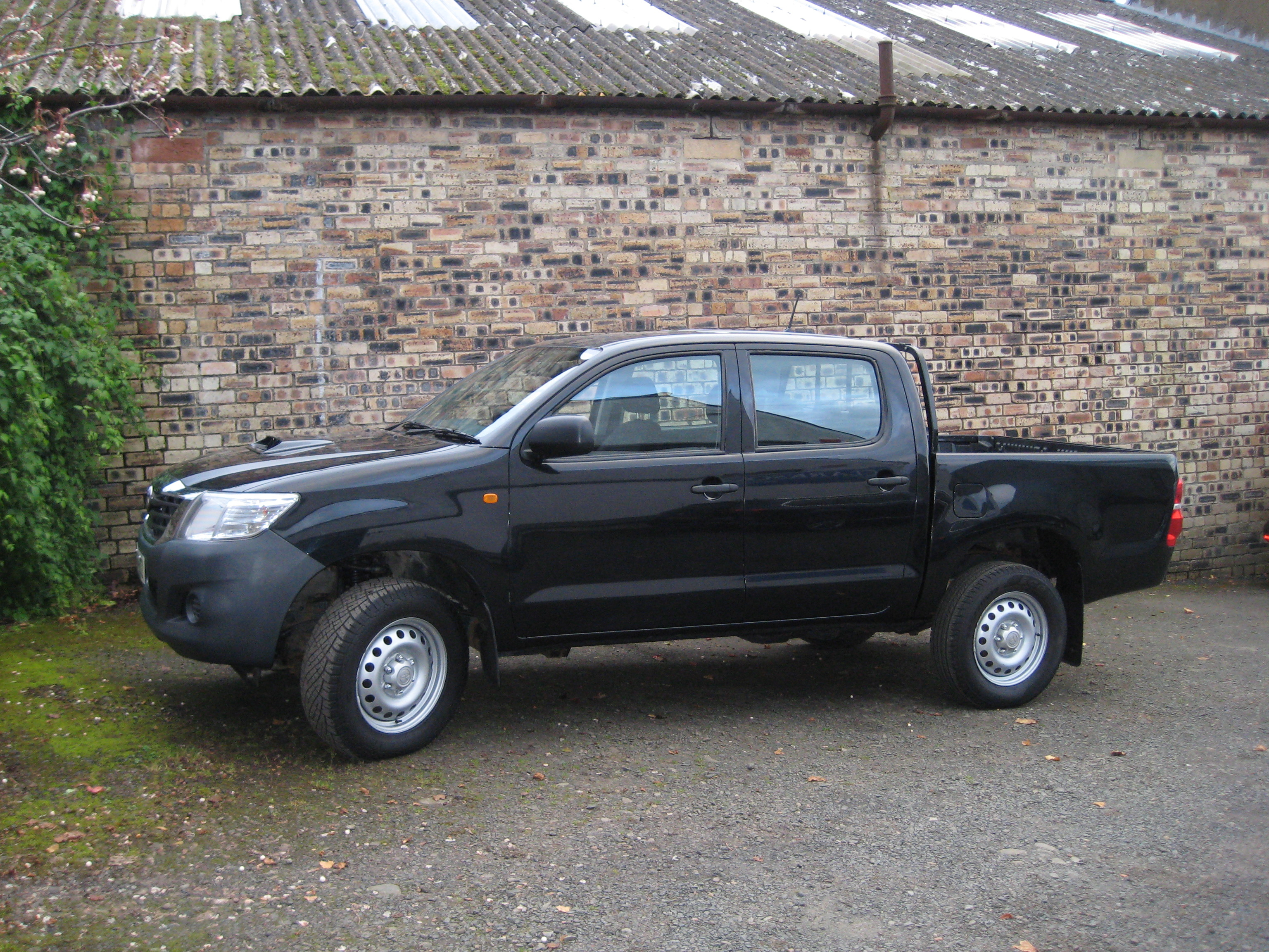 toyota hilux 2 5 d4d 144bhp active 4x4 double cab pick up. Black Bedroom Furniture Sets. Home Design Ideas